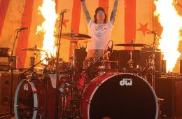 motley crue drummer tommy lee joins dw drums