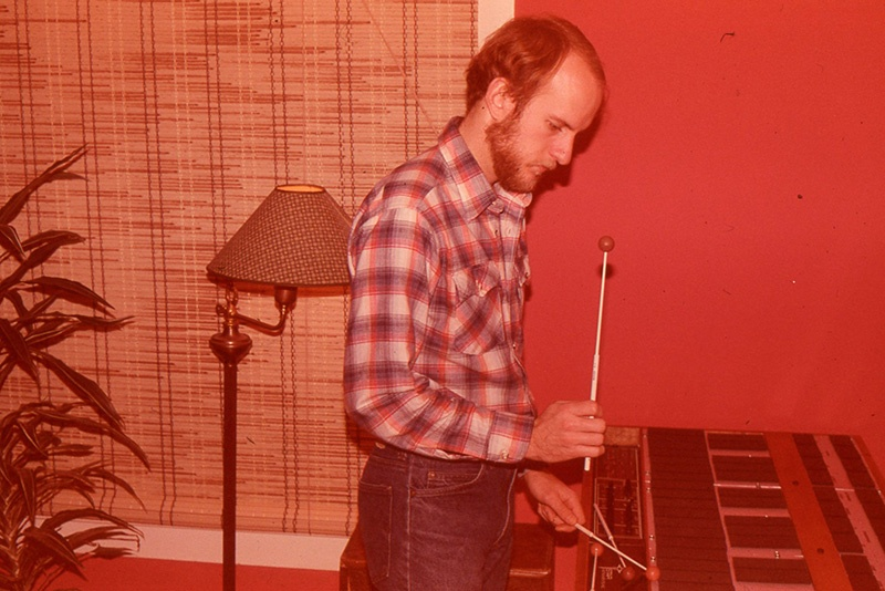 Bill Katoski experiments with a malletKAT prototype in the days before MIDI standardization